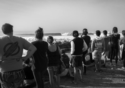 anchor_point_crowds_watching_anchor_point_surf_berbere_morocco_surf_holiday