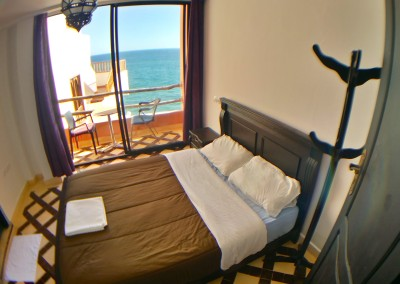 bouad_1_bed_ensuite_fish_eye_bed