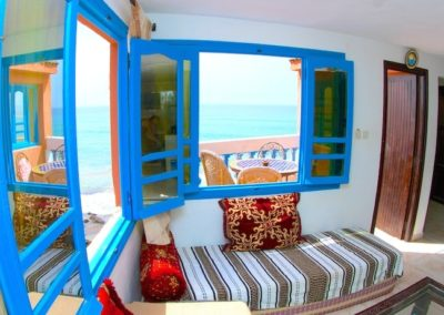 surf-camp-chopes-level-living-room-min (1)